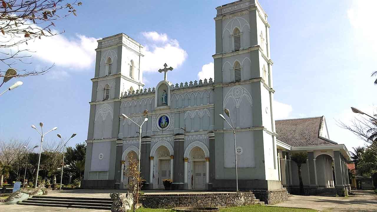 Quay phim chụp ảnh lễ hôn phối tại Nhà thờ